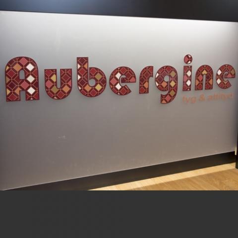 Aubergine Tyg & Attityd
